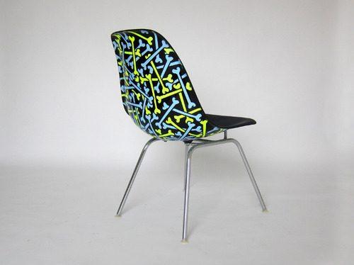 Death-spray-chair-02.jpg