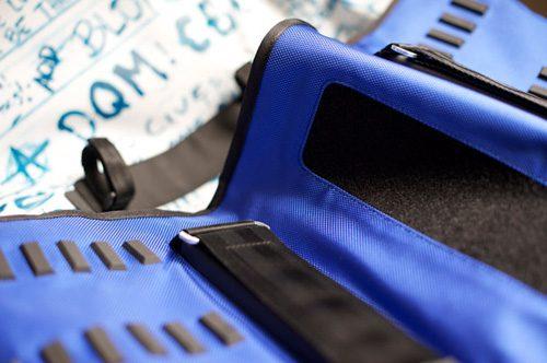 incase-huf-dqm-messenger-bag-2.jpg